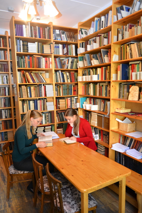 Библиотека ЧУ СОШ
